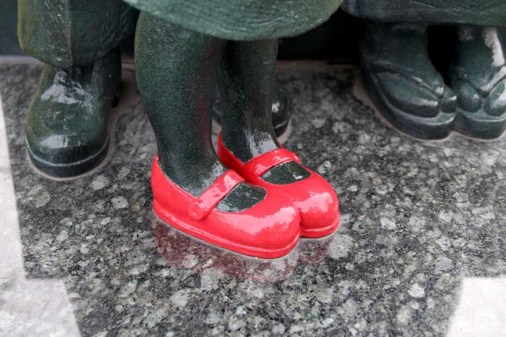 赤い靴親子の像2