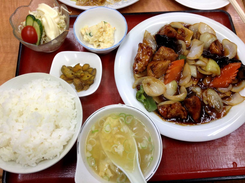 東香楼の酢豚定食
