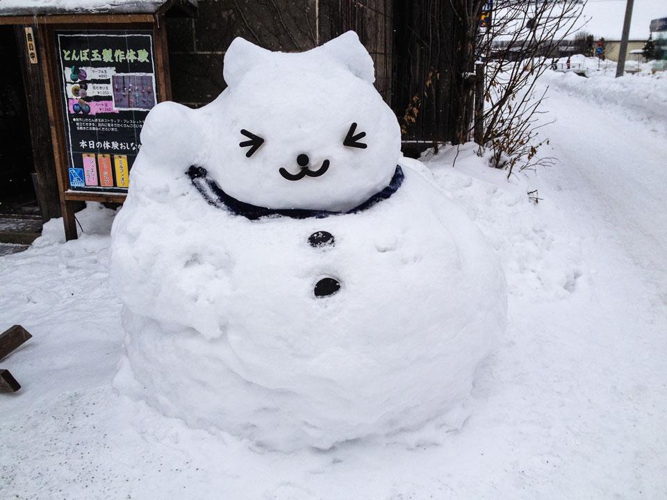 ネコ雪像大正硝子