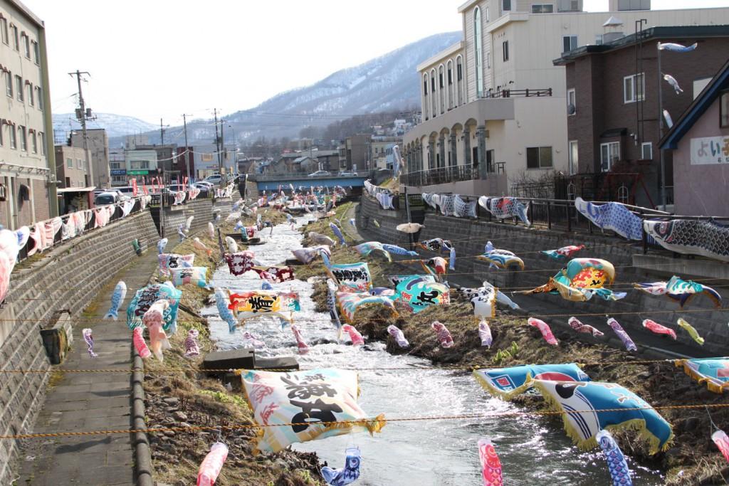 勝納川鯉のぼり