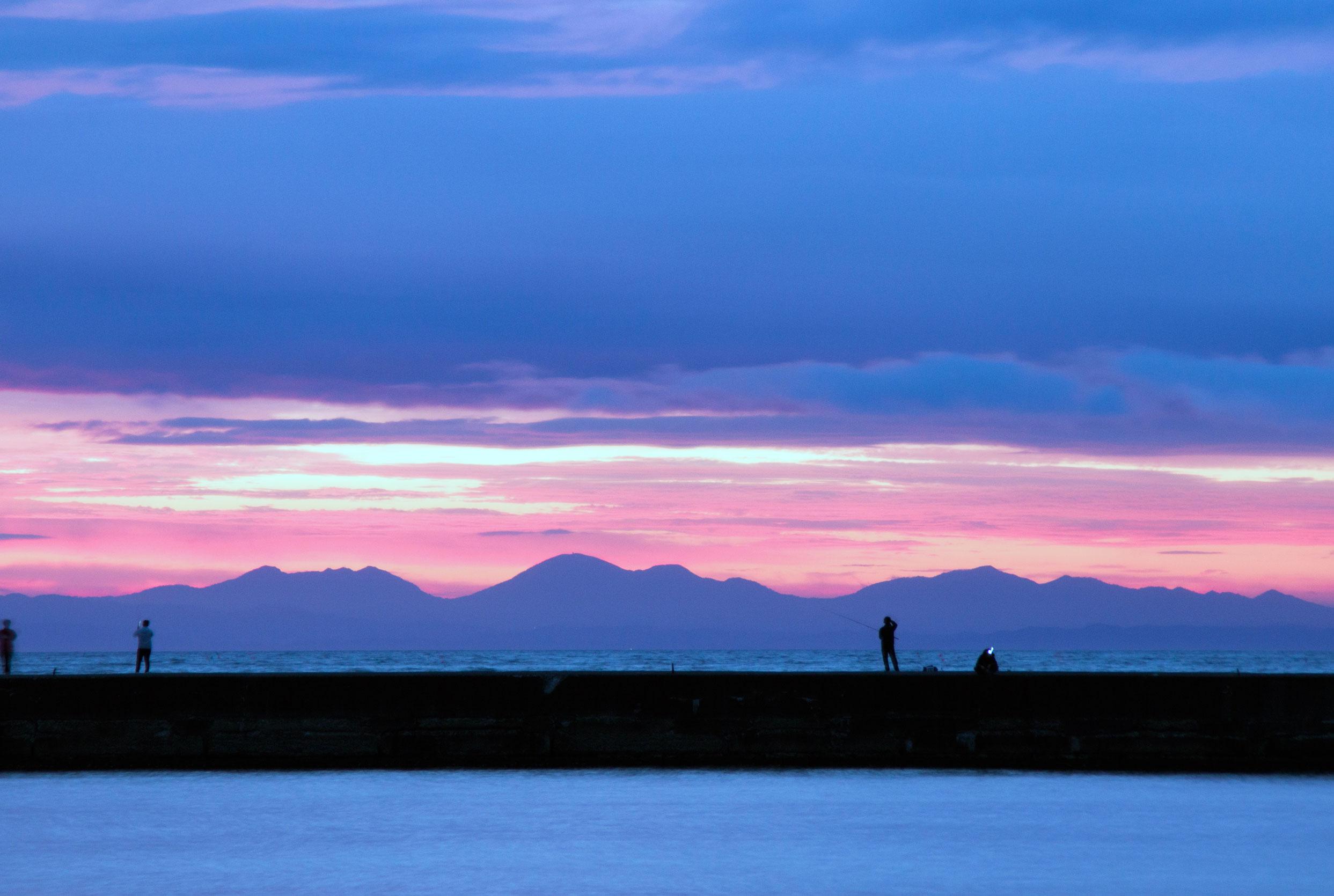 小樽港の朝日と南防波堤